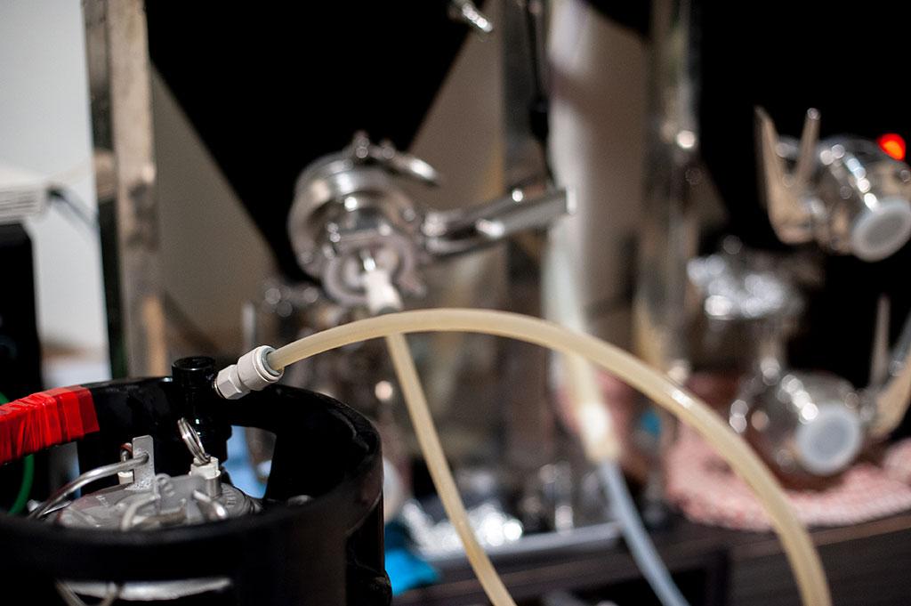 Closed transfer from fermenter to keg, kegging process